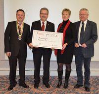 Große Freude über Scheck des Rotary Clubs Cottbus